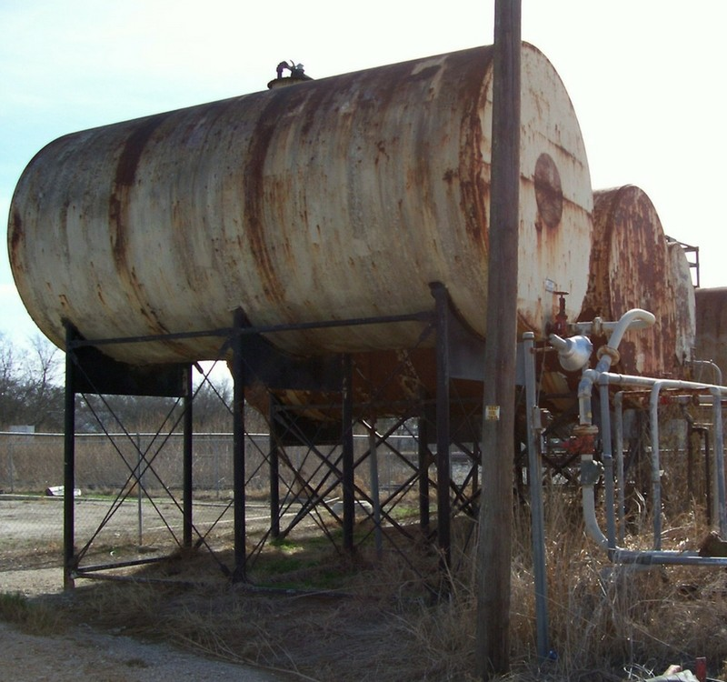 Oil and gas tank